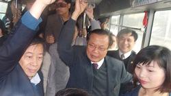 Bí thư Hà Nội Phạm Quang Nghị 'vi hành' xe buýt