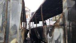 3 xe khách tiền tỷ cháy dữ dội giữa đêm, trơ khung sắt