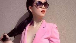 Ngọc Trinh mặc vest quên nội y giữa phố, lấp ló vòng một