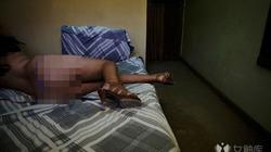 Ê chề cuộc sống của bà mẹ bán dâm trước mặt con