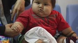 """""""Giải cứu"""" bé trai 8 tháng tuổi nặng bằng trẻ... 6 tuổi"""