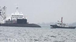 Toàn cảnh lai kéo tàu ngầm Kilo TP.HCM vào Quân cảng Cam Ranh