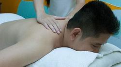 """Rình khách massage """"úp lưng"""" là... móc ví"""