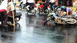 Ngã xe…mới thấy được bản chất của một số người Việt!