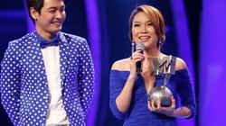Mỹ Tâm bất ngờ được trao cup MTV EMAs trên sân khấu Idol