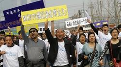 Thân nhân hành khách MH370 biểu tình tại sứ quán Malaysia