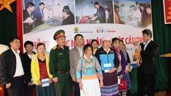Trao 900 triệu đồng hỗ trợ nạn nhân vụ lật cầu treo Chu Va