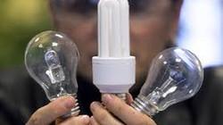 Bắc Kạn: Cung cấp bóng đèn compact cho hộ nghèo