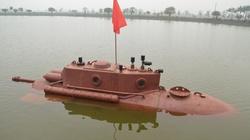"""Toàn cảnh tàu ngầm Trường Sa hạ thủy, """"ngụp lặn"""" trong hồ"""