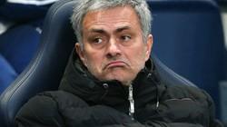 """Mourinho """"tung cờ trắng"""" trước Man City và Liverpool"""