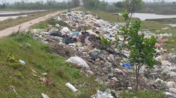 Bến đò thành bãi rác!
