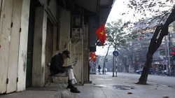 Hà Nội, Sài Gòn bình yên sáng đầu năm