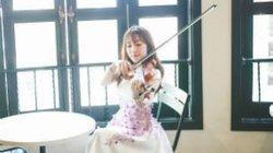 """Cô gái xinh đẹp cover """"Chắc ai đó sẽ về"""" bằng violin"""