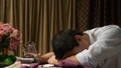 Vừa uống rượu vừa uống viên giải rượu khiến gan tê liệt
