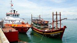 Cứu nạn thành công 12 thuyền viên bị trôi dạt trên biển