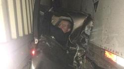 Mỹ: Bị 2 xe tải kẹp cứng vẫn thoát chết thần kỳ