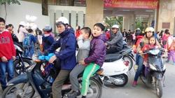 Phớt lờ quy định  đội mũ bảo hiểm cho trẻ