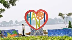 """Tuyệt đẹp trái tim gốm """"Tình yêu Hà Nội"""" bên hồ Trúc Bạch"""
