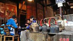 Thăm quán trà trăm tuổi còn sót lại ở Trung Quốc