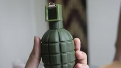 Dọa ném lựu đạn vào nhà người yêu