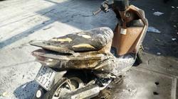 Xe tay ga bất ngờ bốc cháy, nam thanh niên vứt xe bỏ chạy