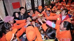 Nhà hàng TQ mở tiệc tất niên chiêu đãi 556 lao công