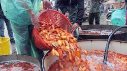 """""""Phương tiện"""" của Táo Quân tập kết về chợ cá lớn nhất Thủ đô"""