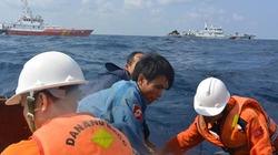 Cứu hai tàu cá bị chìm trên vùng biển Hoàng Sa