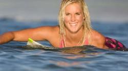 Cô gái cụt tay là VĐV lướt ván giỏi nhất thế giới