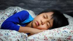 Vì sao con người giật mình khi bắt đầu lơ mơ ngủ?