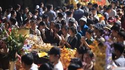 Hàng vạn người chen chân khai hội chùa Hương