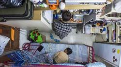 """Cuộc sống chật vật trong các """"căn hộ quan tài"""" giữa lòng Hong Kong"""