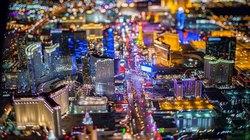 """Ngắm """"thành phố không ngủ"""" Las Vegas từ độ cao 2.600 mét"""