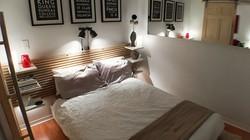 Phòng ngủ chỉ 6,3m² vẫn rộng rãi nhờ mẹo trang trí thông minh