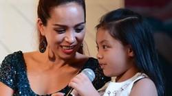 Con gái Thúy Hạnh rụt rè khi dự sự kiện cùng mẹ