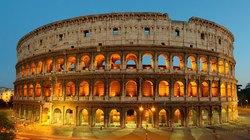 """Bị bắt vì khắc tên lên thành Đấu trường La Mã rồi """"tự sướng"""""""