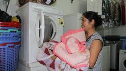 """Mưa phùn kéo dài, dịch vụ giặt là """"đắt như tôm tươi"""""""