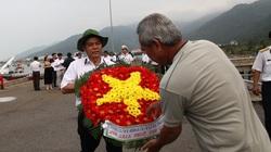 Thả hoa đăng tưởng nhớ 64 liệt sỹ trong trận chiến Gạc Ma