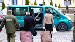 Chồng Pháp giấu vợ Nga trong vali để du lịch khắp châu Âu