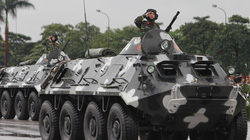 """Ngắm dàn xe """"khủng"""" chống bạo động của công an Hà Nội"""