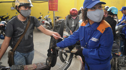 Không giảm giá xăng:  Người tiêu dùng lại chịu thiệt