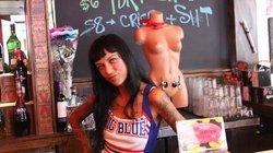 Chùm ảnh: Quán bar lấy cảm hứng từ vòng 1 của phụ nữ