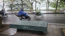 Ghế đá xanh có kỷ lục lớn nhất Hà Nội đã được phục dựng
