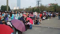 Fan Việt xếp hàng dài vào xem thần tượng