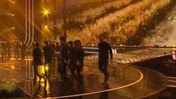 Mỹ nam Hàn gặp sự cố nghiêm trọng trên sân khấu đại nhạc hội