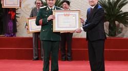Bố con Tự Long cùng nhận danh hiệu NSƯT và NSND