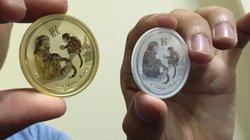 Đồng xu in khỉ mạ bằng vàng hút hàng trong dịp Tết Bính Thân