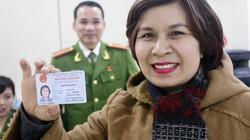 Người dân háo hức nhận thẻ căn cước công dân miễn phí