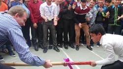 Sinh viên, du khách nước ngoài háo hức tham gia Tết Mông
