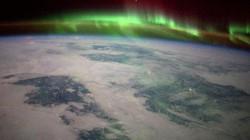 Hình ảnh tuyết phủ địa cầu huyền ảo nhìn từ vũ trụ